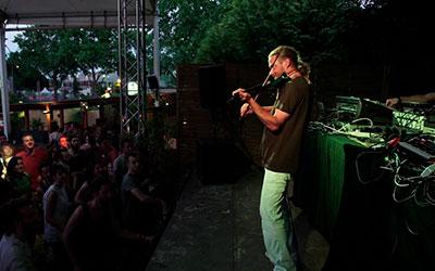 Weeding Dub Gypsy Dub feat. Ras Divarius 5